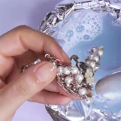 Come pulire bracciali in pietra, argento e acciaio