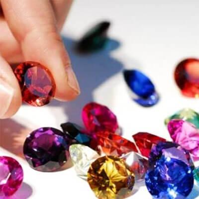 Come riconoscere le pietre preziose